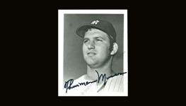 Thurman Munson autographed photo (JSA LOA)